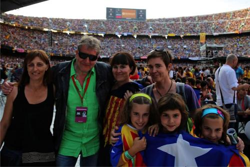 3962033_1_Theo_with_Fans_-_Camp_Nou_-_Concert_Llibertat_-_29-6-2013__Photo_by_Jochen_Wilms